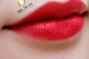 xu ly phun moi 310x205 - Cách xử lý các lỗi khi phun môi: bị hư, thâm, khô, màu không đều, không màu!