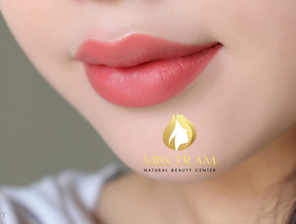 Before And After Spraying Queen Lips For Young Female Guests 2
