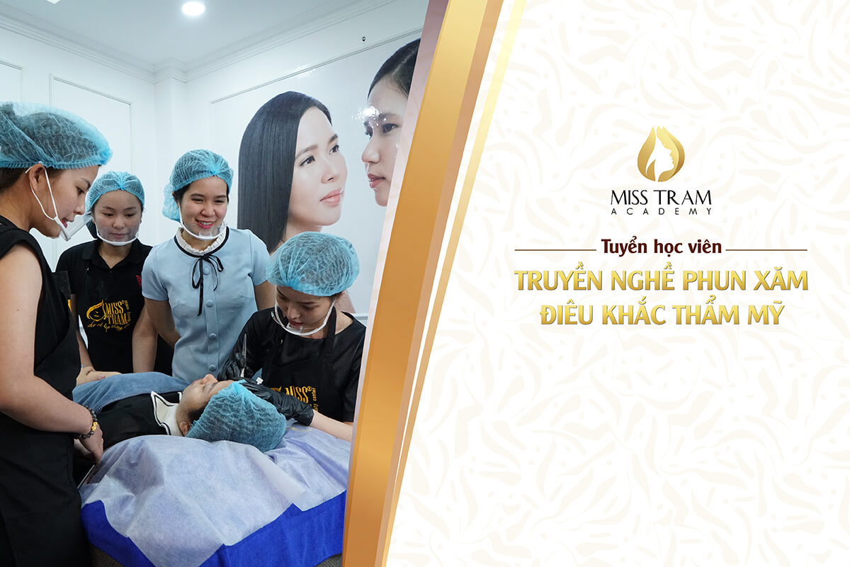 Training A Professional Eyebrow - Eye - Lip Technician 1