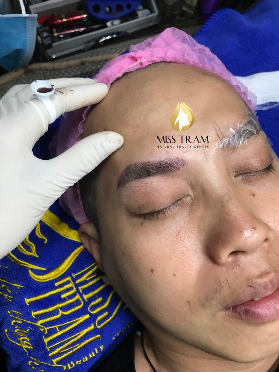 How to Deal with Sculpted Eyebrows Without Color 2