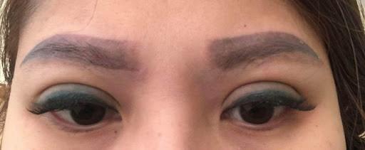 phun mí mắt bị loang màu