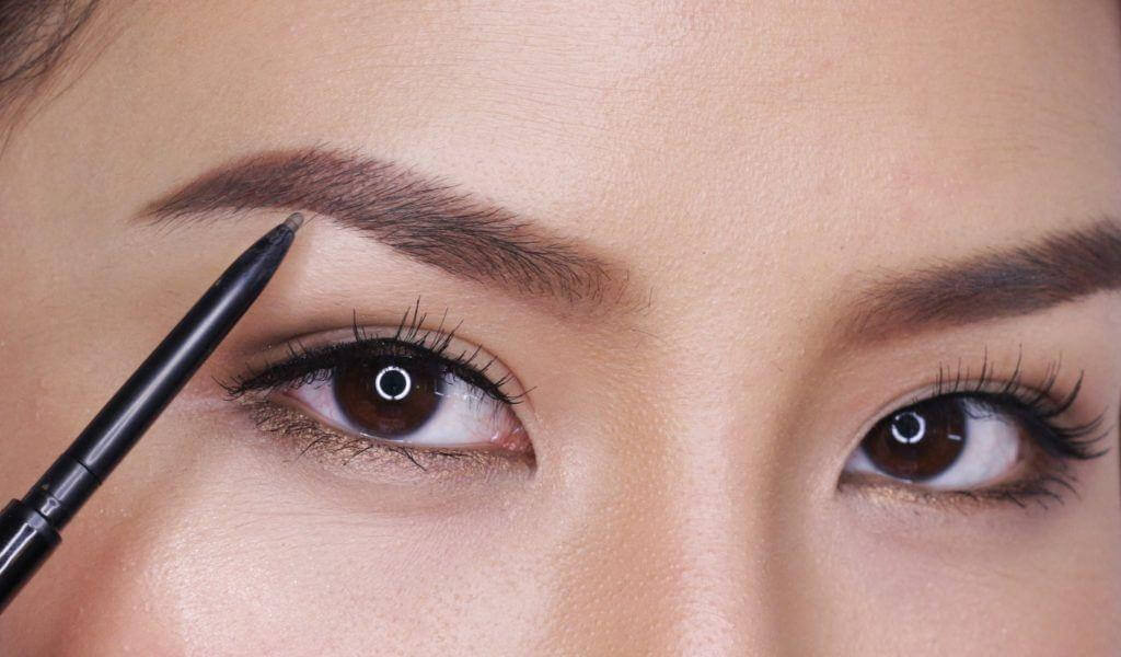 Thai Style Eyebrow: New Makeup Trends 4