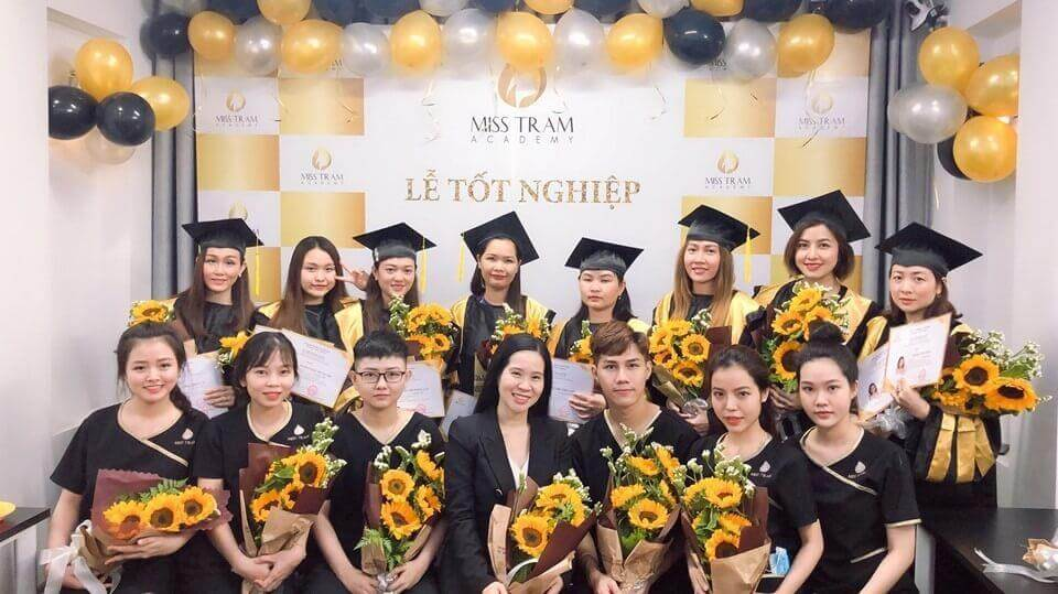 Học viên tốt nghiệp khóa đào tạo học viên chăm sóc da tại Miss Tram