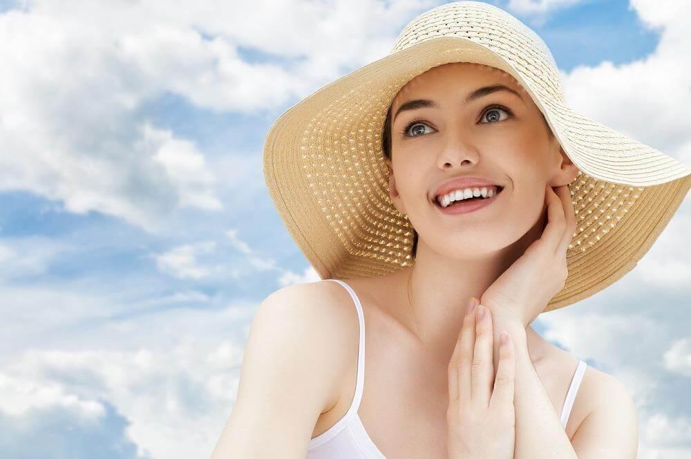 lưu ý khi chăm sóc da mụn là tránh ánh nắng trực tiếp