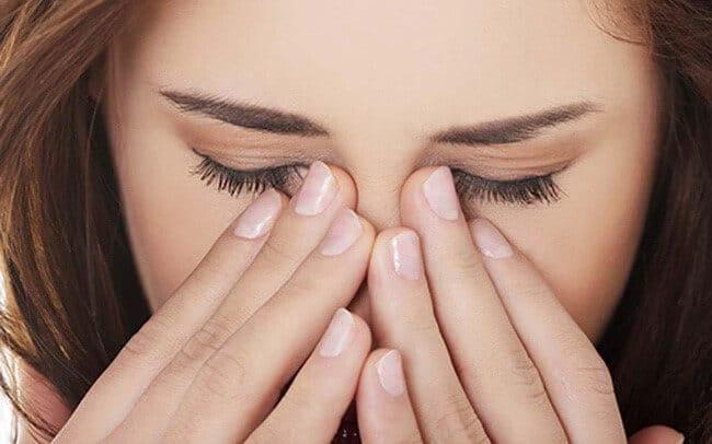 không nên dụi mắt cách chăm sóc mi sau nối để giữ mi lâu rụng