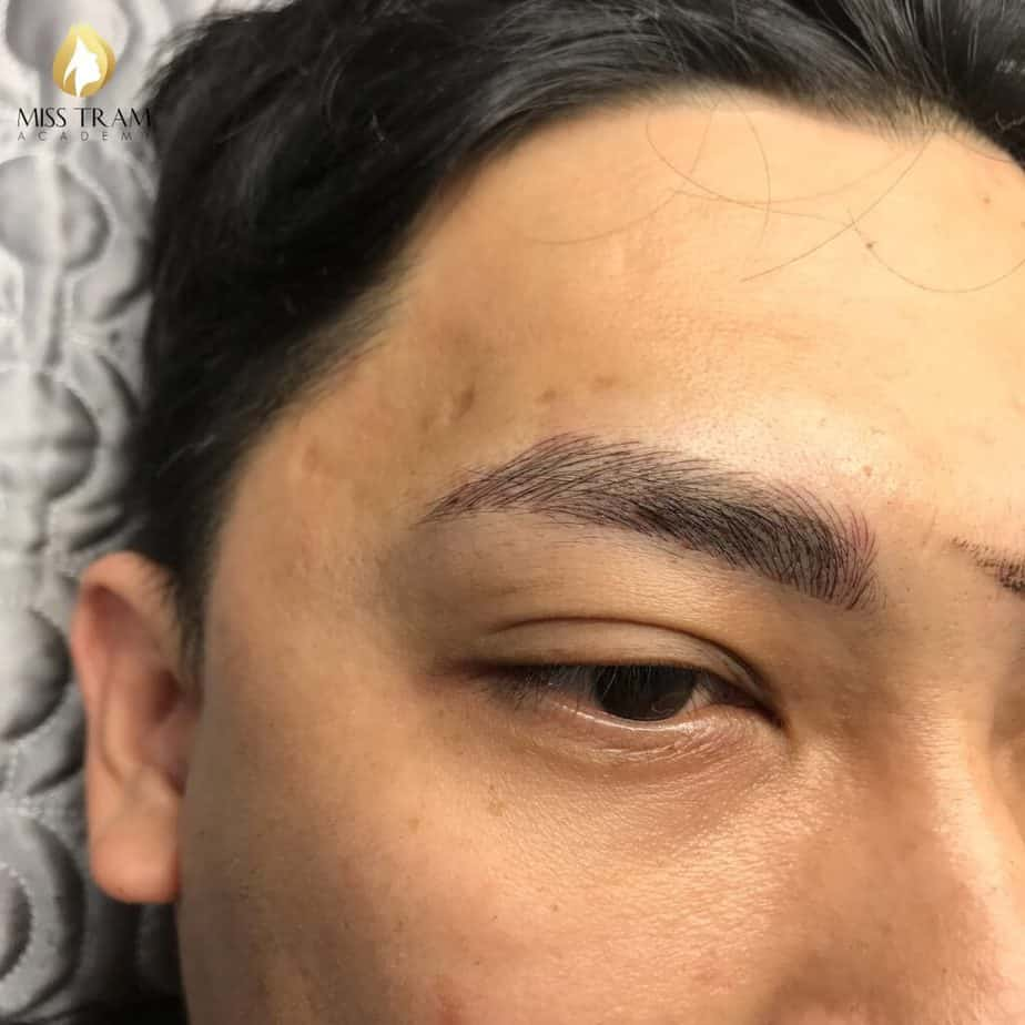 Sister My Huong on the model Male eyebrow sculpture photo 1