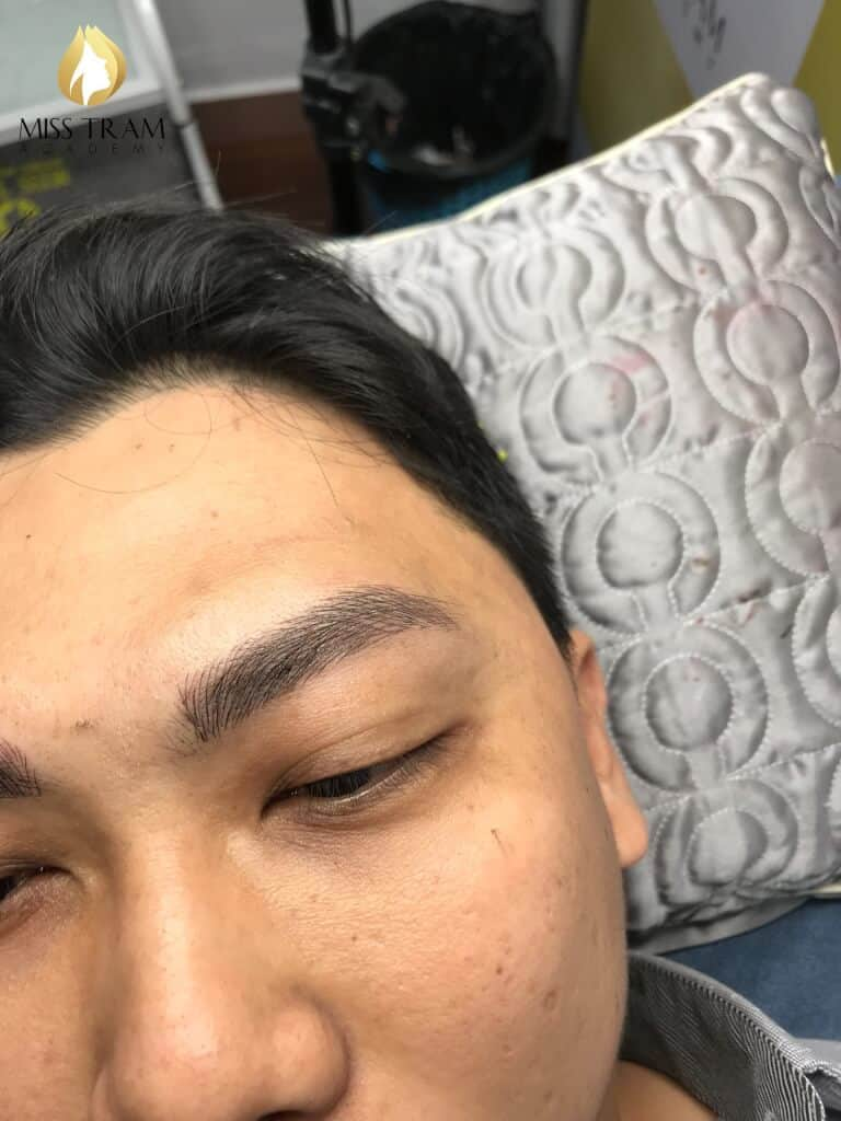 Sister My Huong on the model Male eyebrow sculpture photo 2