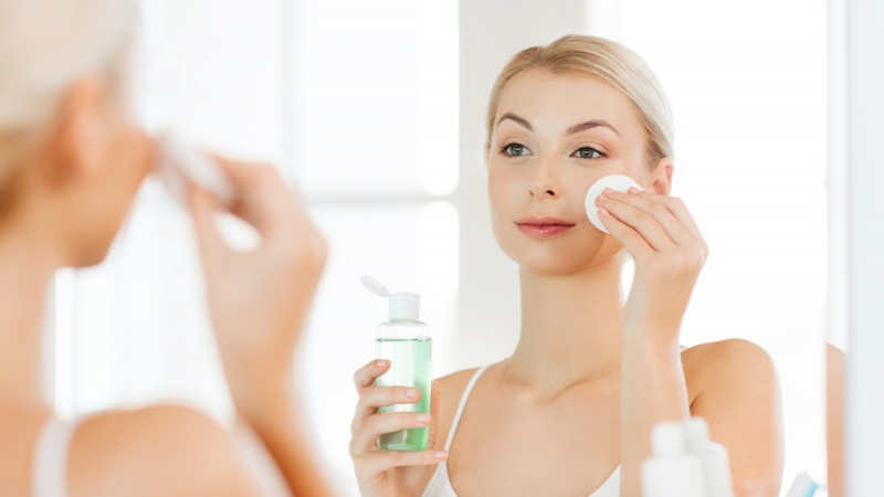 Is alcohol in cosmetics harmful to the skin?